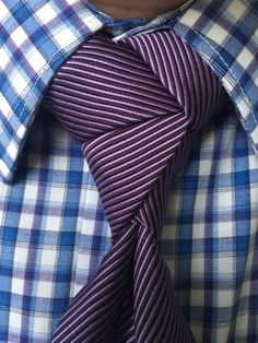 Cat Woman knot by Noel Junio Cool Tie Knots, Cool Ties, Tie The Knots, Different Tie Knots, Tie A Necktie, Tie Styles, Sharp Dressed Man, Suit And Tie, Gentleman Style
