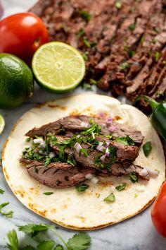 Carne Asada Slow Cooker, Slow Cooker Flank Steak, Flank Steak Recipes, Slow Cooker Tacos, Best Slow Cooker, Crockpot Recipes, Crockpot Taco Meat, Steak Marinades, Crockpot Dishes