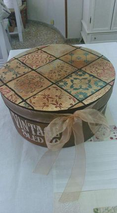 Decoupage Box, Hat Boxes, Altered Boxes, Vintage Box, Stenciling, Casket, Box Art, Creative Crafts, Wooden Boxes