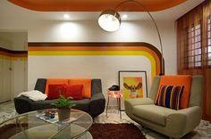 70s inspired Retro Apartment in Singapore. Strepen leuk met bocht. Kleuren anders