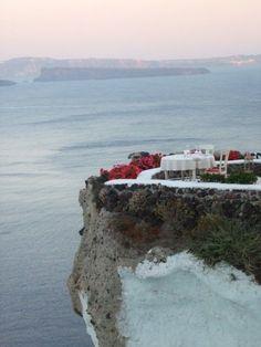 Cena romántica en Santorini #travel #places #beautiful #cute #cool #trip #holidays #vacation #sea #see #pictureoftheday #backpackers #amazing #viajar #viajes #viatges #lugares #romantico #romantic #night #noche