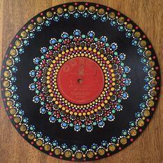Possible tea light design. Canvas Painting Designs, Dot Art Painting, Mandala Painting, Vinyl Record Crafts, Vinyl Art, Old Cd Crafts, Record Wall Art, Diy Beauty Projects, College Room Decor