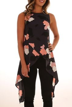 Are You With Me Top Navy Floral Look Fashion, Hijab Fashion, Fashion Dresses, Womens Fashion, Classy Outfits, Cool Outfits, Casual Outfits, Modelos Fashion, Couture Tops