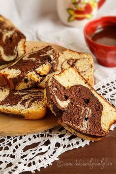 Chec cu banane si cacao Romanian Desserts, Romanian Food, Love Cake, Sweet Memories, Cheesecake, Deserts, Good Food, Food And Drink, Sweets