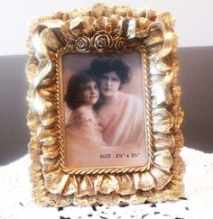 home decor VintageFrame Small Picture by LOFTforvintage on Etsy Small Picture Frames, Romantic Table, Vintage Frames, Home Accessories, All Things, Sew, Elegant, Floral, Gifts