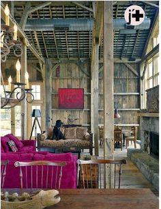 Hot pink sofa! Méchant Design