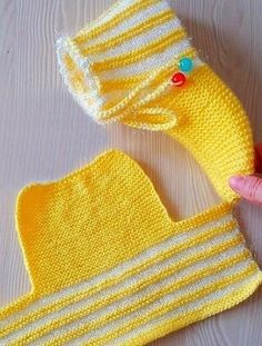 Knit Slippers Free Pattern, Baby Booties Knitting Pattern, Crochet Baby Dress Pattern, Crochet Slipper Pattern, Knitted Slippers, Baby Knitting Patterns, Crochet Patterns, Crochet Baby Sandals, Crochet Baby Boots
