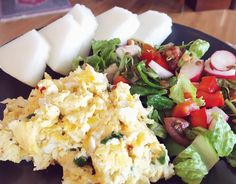 A simple yet delicious lunch  Scrambled eggs with salad and some snowball melon   #lowcarb #lchf #lchftjejer #cleaneating #kzcleaneating #lesscarbs #teamtjockkocken #dietdoctor #foodporn #food #foodpics #foodpic #foodie #healthy #lunch #vegetarian #vego #salad #realfood #organic #lavkarbo #glutenfree #keto #paleo #sugarfree #eggs #egg by amandalundiusmorck