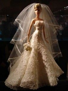 Barbie 50 Moda - Regina Calle - Picasa Web Albums can I have that dress made for me? Barbie Bridal, Barbie Wedding Dress, Wedding Doll, Barbie Gowns, Barbie Dress, Barbie Clothes, Wedding Dresses, Barbie Style, Manequin