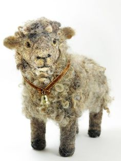 Felted animals…they are so very impressive…I wanna learn! Needle-Felted-Sheep is creative inspiration for us. Get more photo about home decor related with by looking at photos gallery at the bottom of this page. Wool Needle Felting, Needle Felting Tutorials, Needle Felted Animals, Wet Felting, Felt Animals, Felted Wool, Sheep Art, Sheep Skull, Wool Art