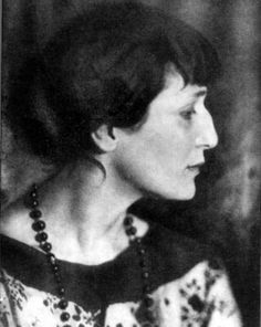 nose, necklace, bangs. Anna Akhmatova furrealness