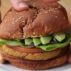 Chickpea Veggie Burger Recipe, Best Veggie Burger, Lentil Burger Recipe Easy, Vegan Burgers, Tasty Vegetarian Recipes, Healthy Recipes, Healthy Food, Burger Toppings, Vegan Snacks