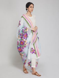 Basic Painting, Block Painting, Diy Fashion, Indian Fashion, Hand Painted Dress, Purple Hands, Paint Designs, Kimono Top, Saris