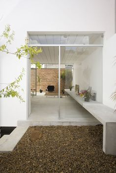 Cube house / AR Arquitetos concrete. brick. stucco. glass.