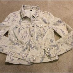 American Eagle printed beige Jean jacket Very nice and unique printed Jean jacket. In excellent condition American Eagle Outfitters Jackets & Coats Jean Jackets