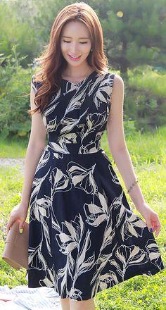 StyleOnme_Floral Print Sleeveless Flared Linen Dress #navy #floral #feminine #dress #summerlook #koreanfashion #kstyle #kfashion #seoul