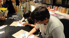 """Lançamento do livro """"Condomínio dos Monstros"""", de Alexandre de Castro Gomes e Cris Alhadeff (RHJ), em 02/05/2010, na Livraria da Travessa do Leblon, Rio de Janeiro - RJ."""