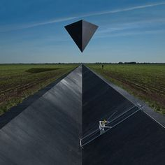 With the passing of Storm Thorgerson, the world has lost one of its major artists. Thorgerson is especially known for his album covers (for Pink Floyd e.), but he was a graphic designer of all sorts, including a photographer and Storm Thorgerson, Pink Floyd, Dream Theater, Leicester, Led Zeppelin, Storm Front, The Doors Of Perception, Pochette Album, Music Album Covers
