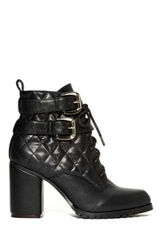 Looking for the perfect black boots to stomp around in this fall? We've got you covered.