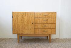 Furniture Makeover, Diy Furniture, Hacks Diy, Credenza, Diy And Crafts, Mid Century, Cabinet, Retro, Storage
