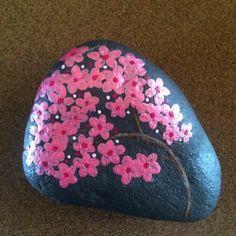 #rocks #rockart #paintedrock #flowers #paintedstone #paintedstonesofinstagram #paintedrocksofinstagram