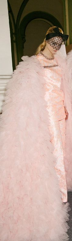 Backstage Giambattista Valli Spring 2015 Haute Couture Only Fashion, Pink Fashion, Love Fashion, Fashion Show, Blush Roses, Blush Pink, Pink Love, Pretty In Pink, Couture Boutique
