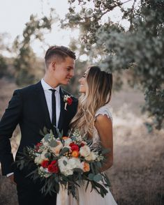 Tips For Planning The Perfect Wedding Day. Few brides and grooms found their wedding planning process to be stress-free. Wedding Goals, Wedding Couples, Wedding Pictures, Perfect Wedding, Dream Wedding, Wedding Day, Wedding Flowers, Wedding Photography Inspiration, Wedding Inspiration