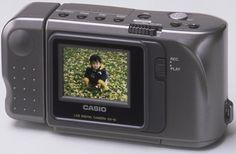 A Casio QV-10, a primeira câmara digital compacta equipada com um ecrã LCD a cores, foi oficialmente registada como Material Histórico Essencial para a Ciência e Tecnologia pelo Museu Nacional de Natureza e Ciência do Japão.