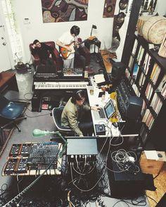 Modern Music Studios Home Recording Studio Setup, Home Studio Setup, Music Studio Room, Studio Gear, Studio Room Design, Home Music Rooms, Sound Room, Arte Cyberpunk, Electronic Music