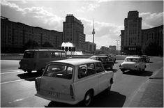 Straßenverkehr am Strausberger Platz in Ostberlin Anfang der 70er Jahre