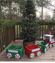 outdoor Christmas train: crates and wooden circles