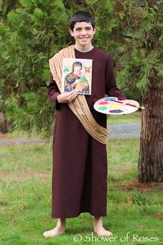 Check out this impressive costume of Saint Luke the Evangelist!