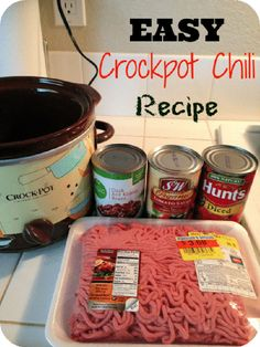 5 ingredient Crockpot chili is a great healthy dinner you can cook with little prep work. Slow cooker chili is great. #crockpotchili #5ingredientchili Crock Pot Food, Crockpot Dishes, Crock Pot Slow Cooker, Slow Cooker Recipes, Cooking Recipes, Dinner Crockpot, Cooking Chili, Crockpot Meals, Easy Crockpot Chilli