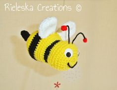 Crochet PDF Pattern- Crochet bee size 14 cm- inches Price is for the PATTERN only, not the finished product. There is no shipping charge for this Crochet Bee, Crochet Hats, Quilt Patterns, Crochet Patterns, Quilts, Christmas Ornaments, Holiday Decor, Creative, Things To Sell