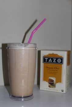 Brew a cup of chai tea, chill. Add to a blender with ice cubes and vanilla protein powder. Blend and enjoy Chai Tea Smoothie, Smoothie Drinks, Smoothie Diet, Smoothies, Baby Food Recipes, Gourmet Recipes, Great Recipes, Food Baby, Yummy Eats