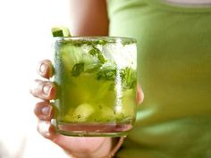 Cucumber Quencher http://www.prevention.com/food/cook/25-flat-belly-sassy-water-recipes/cucumber-quencher