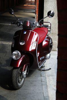 Vespa GTV 300 ie Vespa Lxv, Vespa Piaggio, Motos Vespa, Scooter Bike, Lambretta Scooter, Vespa Scooters, Rosa Vespa, Honda Pcx, Vespa Special