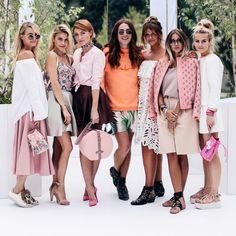 Neben unserem eigenen Projekt, dem #bloggerbazaarHQ bin ich, sozusagen als Außenreporterin auf ausgewählte Shows und Events gegangen. Ausgewählt heißt: ich war kein einziges Mal im Zelt bei einer Show. Mehr dazu findet ihr hier http://www.blogger-bazaar.com/2016/07/04/mbfw-berlin-springsummer-16-show-diary/  Beauty Trends Fashion Week Marina Hoermanseder Blogger Crew