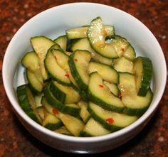 Chinese komkommersalade - http://www.volrecepten.nl/r/chinese-komkommersalade-1020349.html