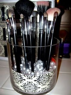 DIY: Makeup Brush Organizer
