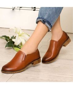 Women's #brown leather #DressShoe slip on style simply retro, sewing thread, Round toe design, leather upper and lining.