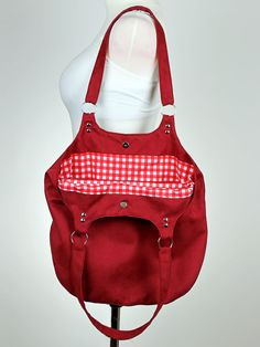 red shopper bag made of faux suede, sewing a bag prototype