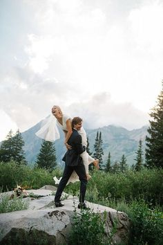 It's adventure time! Woods and mountains seem to be the most adventurous places to have your wedding, and today I'd like to share mountain wedding ideas. The first reason...