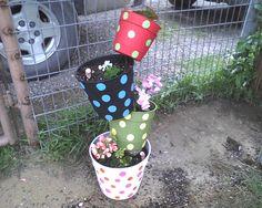 topsy turvy flower pots on a pole | Painted Topsy Turvy Flower Pots so cute #garnethill #summerstyle