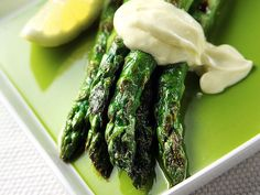 Grillattua parsaa ja sitruuna-aiolia Aioli, Malaga, Margarita, Asparagus, Vegetables, Cooking, Recipes, Waiting, Food