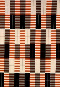 Anni Albers, Wandbehang We 791 (Schwarz-Weiß-Rot), 1926/1964 / Bauhaus-Archiv Berlin, Foto: Gunter Lepkowski / © VG Bild-Kunst Bonn © 2015 VG Bild-Kunst, Bonn