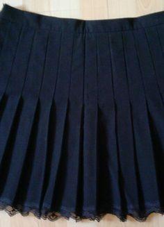 À vendre sur #vintedfrance ! http://www.vinted.fr/mode-femmes/jupes-plissees/32112555-jupe-plissee-noire-sud-express