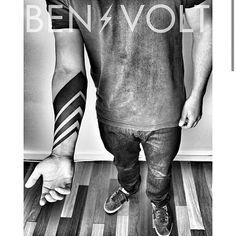 "T A T T O O G U I D E on Instagram: ""@benvolt | @tattoo_guide #tattooartist #tattooist #tattooer #tattooinspiration #tattoo #tattoolife #tattooflash #sleeve #traditionaltattoo #neotribal #tribaltattoo #forearmtattoo #blacktattoo #blackwork #linework #newtattoo #traditionaltattoo #tatouage #tatuagem #bodyart #graphicdesign #ink #inkstagram #mono #inkedup #geometry #tats"""