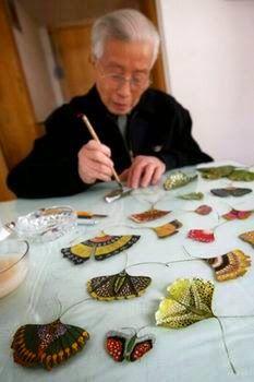 Leaf Crafts, Flower Crafts, Dry Leaf Art, Paper Art, Paper Crafts, Deco Nature, Pressed Flower Art, Painted Leaves, Nature Crafts