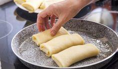 קלאסיקה: איך להכין בלינצ'ס במילוי גבינה | The Kitchen Coach Eat Breakfast, Mini Cakes, Cake Recipes, Recipies, Dairy, Cheese, Cookies, Ethnic Recipes, Sweet